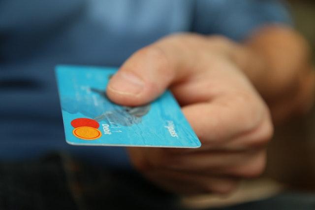 melunasi hutang